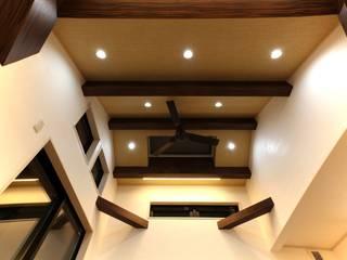 Asiatische Wohnzimmer von 株式会社ハウジングアーキテクト建築設計事務所 Asiatisch