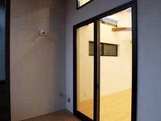 品川の住処: 株式会社ハウジングアーキテクト建築設計事務所が手掛けたテラス・ベランダです。,