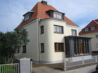 Energetische Modernisierung eines Wohnhauses mit Wintergartenanbau:   von ARCHITEKTURBÜRO  SEIPEL