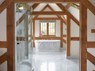 Country House Barn, Surrey Drummonds Bathrooms 洗面所&風呂&トイレシンク