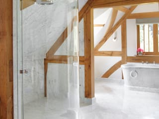 Country House Barn, Surrey Drummonds Bathrooms 洗面所&風呂&トイレバスタブ&シャワー