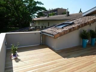 Rénovation Maison B Balcon, Veranda & Terrasse modernes par FARACHE CLAUDE Moderne
