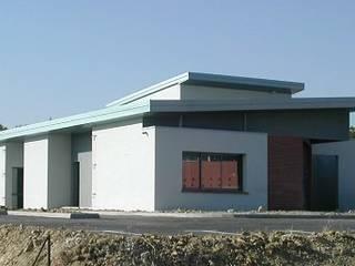 Clinique Vétérinaire Cliniques modernes par FARACHE CLAUDE Moderne