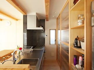 Cocinas de estilo moderno de 一級建築士事務所co-designstudio Moderno