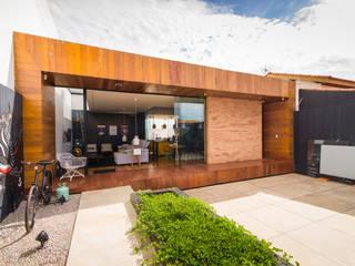 Modern walls & floors by Bruno Rubiano Modern