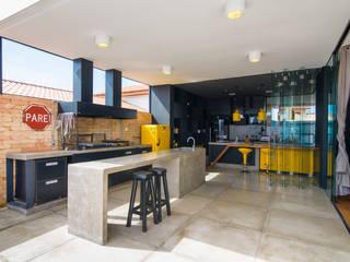 Modern kitchen by Bruno Rubiano Modern