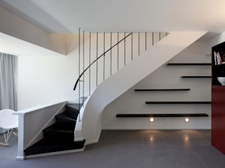 Modern corridor, hallway & stairs by Tiago Patricio Rodrigues, Arquitectura e Interiores Modern