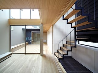 Minimalist living room by 有限会社ミサオケンチクラボ Minimalist