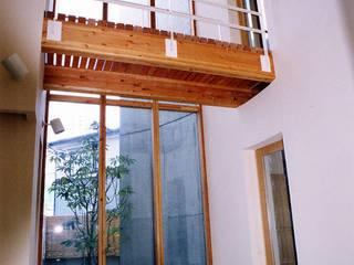 雁木のある家 オリジナルスタイルの 玄関&廊下&階段 の たわら空間設計㈲ オリジナル