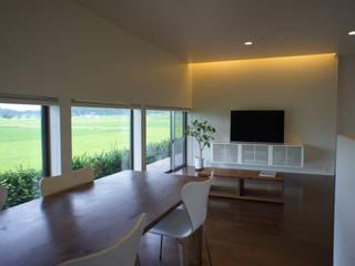 田園の中の家 オリジナルデザインの リビング の たわら空間設計㈲ オリジナル