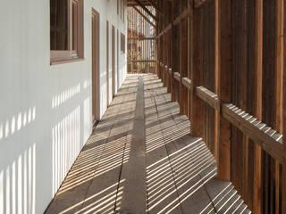 Umgang, Lehmfeinputz auf den Außenwänden:  Häuser von Ziegert | Roswag | Seiler Architekten Ingenieure