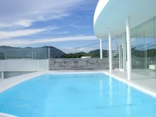水の別荘: アトリエ T+Kが手掛けたプールです。,