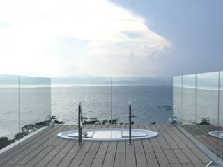 水の別荘: アトリエ T+Kが手掛けたスパ・サウナです。,