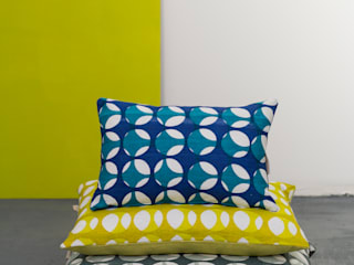 Screen printed skeleton cushions von Georgia Bosson Skandinavisch