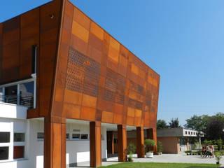 Ampliamento scuola primaria di Noviglio, nuovo refettorio e nuova palestra Palestra in stile industriale di AR.IN. Studio - Progettazione e Servizi per l'Ingegneria e l'Architettura Industrial