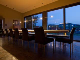 LEICHTSINN Pendelleuchte in einer Weinprobierstube Moderne Gastronomie von LIEHT – Die Lichtmanufaktur Modern