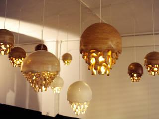 Lampes méduses:  de style  par Bois des corbeaux.