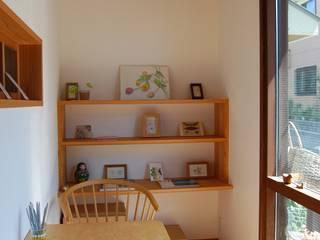 Jurakumawari house Puertas y ventanas de estilo asiático de 今村設計室 Asiático