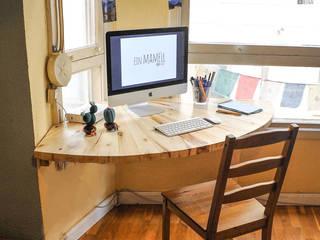 Ein Mamëll Study/officeDesks