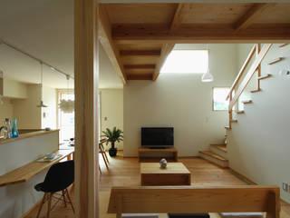下岩成の家: 有限会社 コアハウスが手掛けたリビングです。