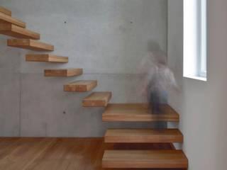 Modern Corridor, Hallway and Staircase by BUCHER | HÜTTINGER - ARCHITEKTUR INNEN ARCHITEKTUR Modern