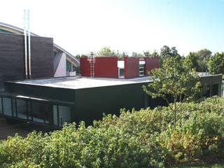 Maison des jeunes Bailly Romainvilliers: Ecoles de style  par FIGURE LIBRE ARCHITECTURE