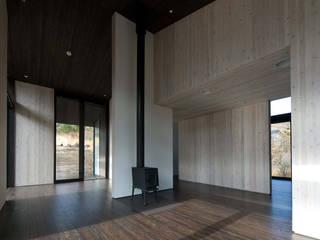 W-HOUSE ミニマルデザインの リビング の 内田貴久建築設計事務所 ミニマル