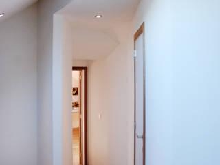 Renovation a Durbuy Chambre moderne par PIQUE architecture Moderne