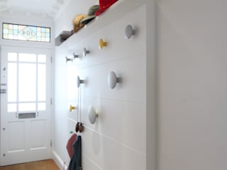 MN Residence Couloir, entrée, escaliers scandinaves par deDraft Ltd Scandinave