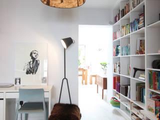 MN Residence 北欧デザインの リビング の deDraft Ltd 北欧