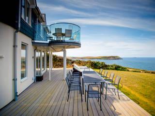 Seagrass, Polzeath, Cornwall The Bazeley Partnership Modern style balcony, porch & terrace