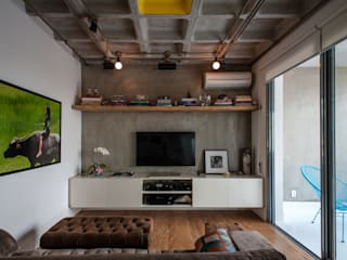 PM Arquitetura Industrial style media room