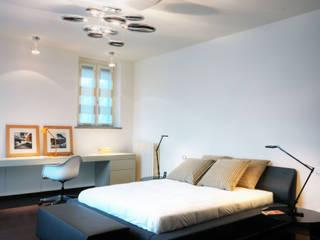 Villa sul lago di Como Camera da letto moderna di Studio Marco Piva Moderno