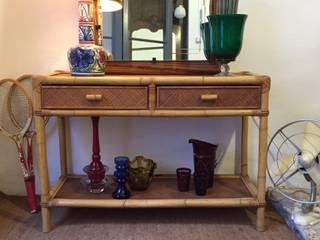 Consola de caña y otros objetos:  de estilo  de La Mueblerí