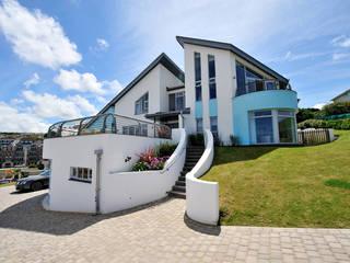 Villas by The Bazeley Partnership, Modern
