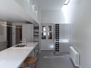 Highbury Town House Nowoczesna kuchnia od APE Architecture & Design Ltd. Nowoczesny