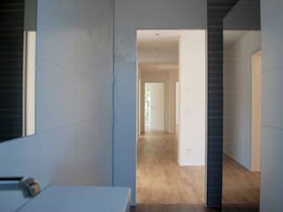Umbau und energetische Sanierung eines Mehrfamilienwohnhauses Moderne Badezimmer von schott architekten Modern
