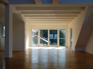 Umbau und energetische Sanierung eines Mehrfamilienwohnhauses Moderne Wohnzimmer von schott architekten Modern