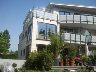 Neubau eines barrierfreien Wohnhauses mit Tiefgarage:  Terrasse von Architekt Dipl.-Ing. Ohlow