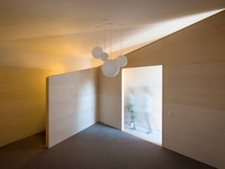PIANO HOUSE K.448 ミニマルデザインの ガレージ・物置 の NI&Co. Architects 一級建築士事務所 ミニマル