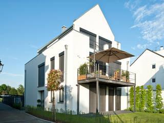Modern Houses by Architekturbüro J. + J. Viethen Modern