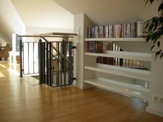 Treppe zur Galerie:  Flur & Diele von Carsten Meyer  -  Dipl.-Ing. Innenarchitekt BDIA