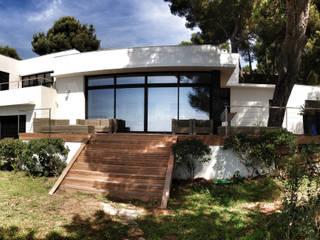 VILLA EMERAUDE: Maisons de style  par emmanuel bobo architecte dplg