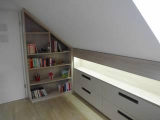 Einbauschränke  Dachgeschoss: modern  von TS Innenausbau GmbH Schreinerei,Modern