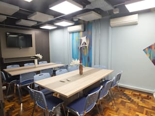 Interiores de empresa de TI Arketing Identidade e Ambiente Lojas & Imóveis comerciais modernos