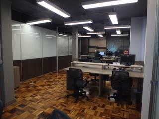 Interiores de empresa de TI Arketing Identidade e Ambiente Escritórios modernos