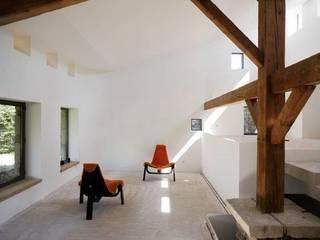 Le Chatelard - 42 - France Salon minimaliste par archizip Minimaliste