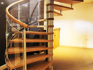 Spiral Staircase Nottingham por Complete Stair Systems Ltd Rústico