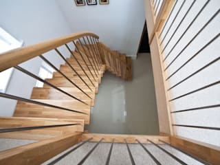 Timber Staircase New Malden por Complete Stair Systems Ltd Minimalista