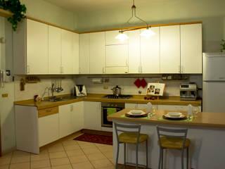 Homestaging Cucina DOPO:  in stile  di Alchimie